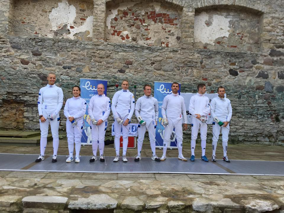 Valge Daami finalistid Haapsalu lossihoovis. Foto: Helen Nelis-Naukas