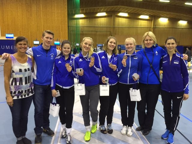 Eesti naiskadettide koondis koos treeneritega. Foto: Helen Nelis-Naukas